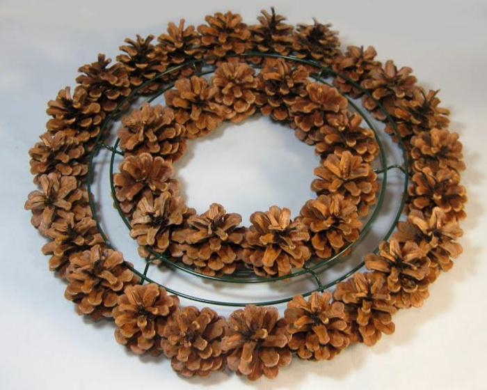 décoration de noel à faire soi-même, fabrication de couronne de noel