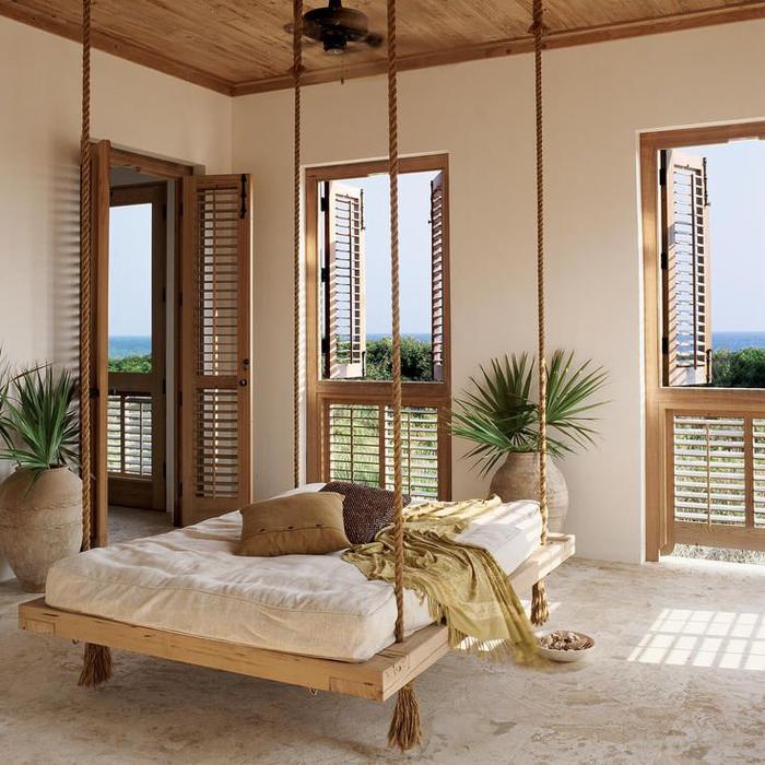 un lit flottant en palette dans une chambre à coucher moderne de style méditerranéen, idee avec des palettes pour une déco authentique et éco responsable