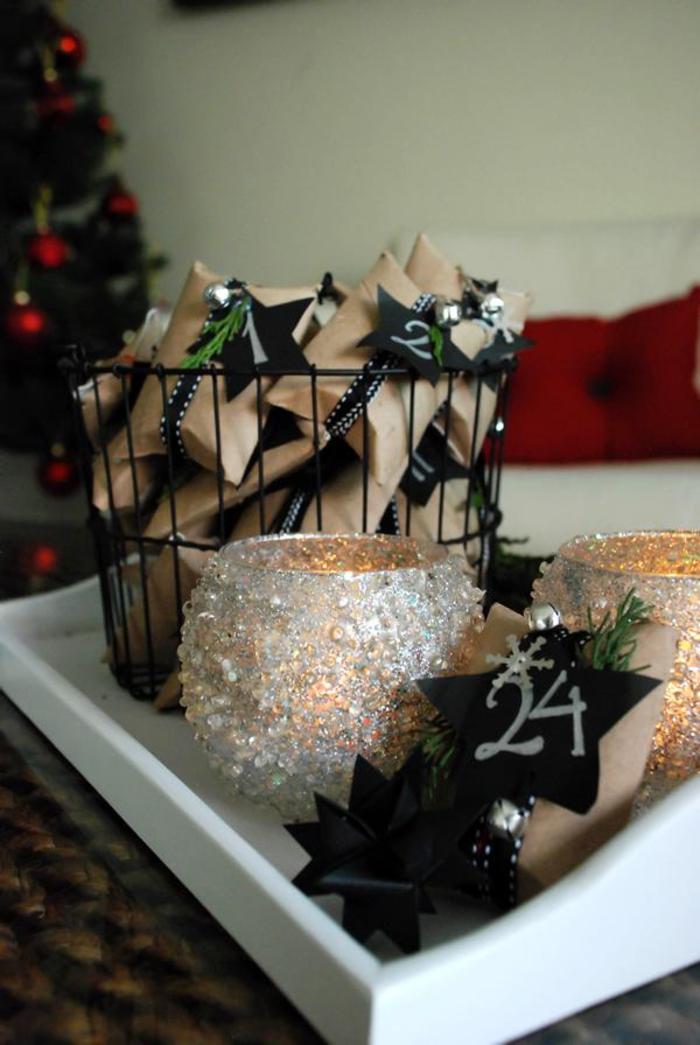 idée originale pour un calendrier de l'avent avec rouleau papier toilette recyclé décoré de petite étoile numérotée