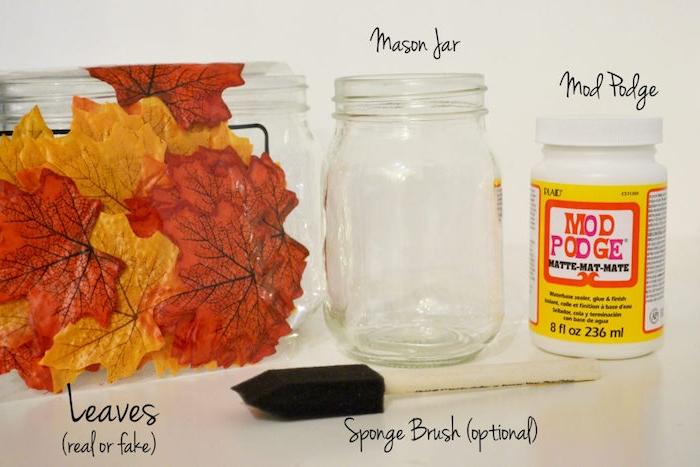 activité manuelle automne, comment fabriquer un bougeoir dans un pot en verre, décoré de feuilles mortes, technique découpage, matériaux nécessaires