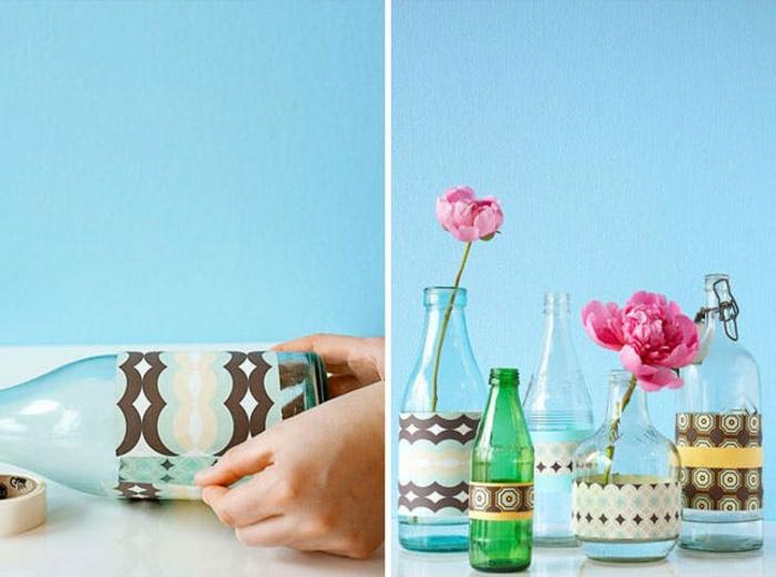 deco bouteille verre, customisé de bandes de papier décoratif à motif géométriques, comment fabriquer un vse de fleurs, idee creation deco
