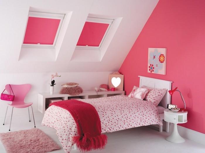 rouge framboise, aménagement chambre d'enfant, murs peints en rose avec plafond blanc, chaise papillon en rose pastel