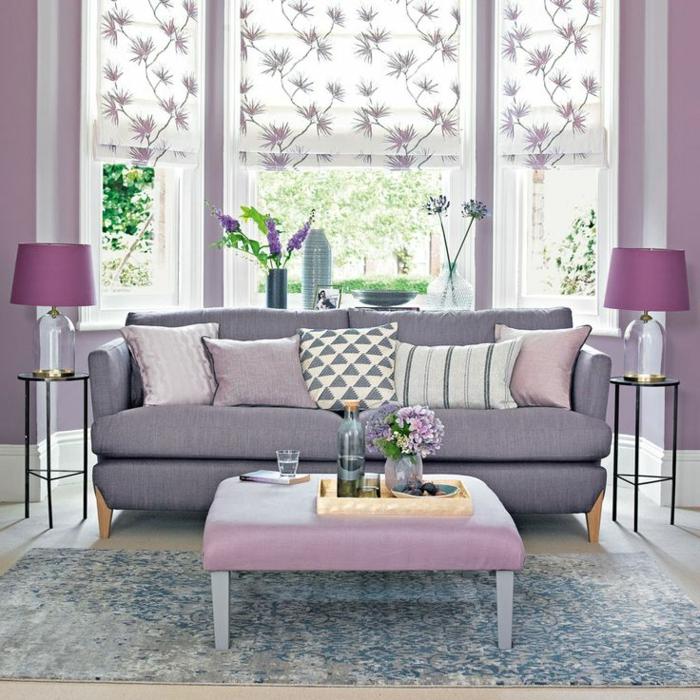 deco peinture salon, lampes abat-jour mauves sur petits tables de chevet, sofa gris