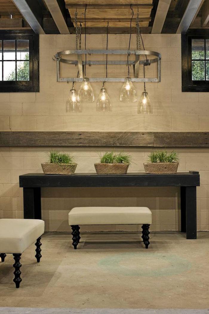salle piece avec mur couleur lin et bois marron poutre apparente