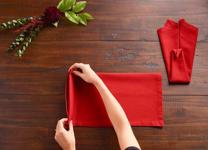 idee deco, image avec pas à suivre, comment plier une serviette en forme d'animal