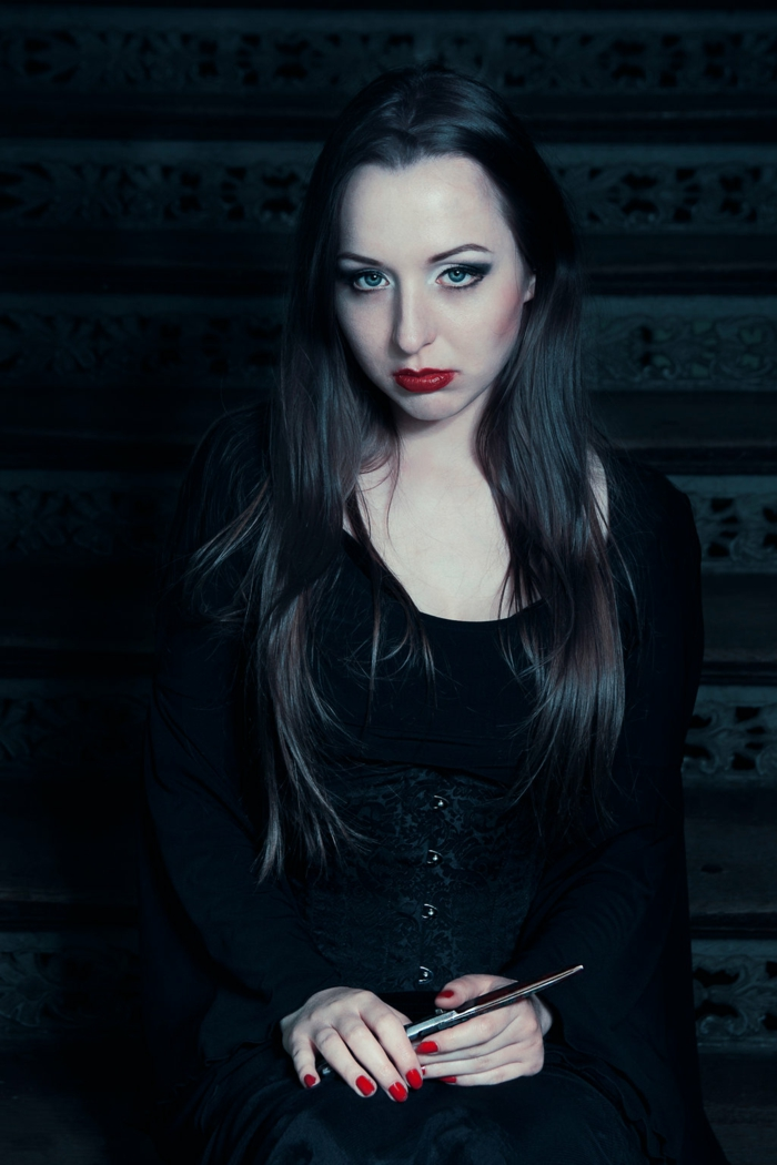 Morticia addams images la famille addams personnages outfit maquillage Morticia ongles gothique idée