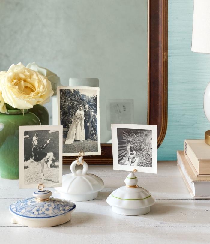 idée deco fait maison, des couvercles de théières, transformés en porte-photo avec fil en cuivre, decoration vintage chic