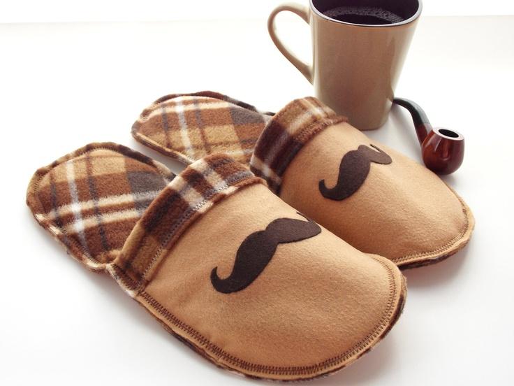 modèle de pantoufles personnalisés avec des moustaches, couleur marron, cadeau fête des grands pères