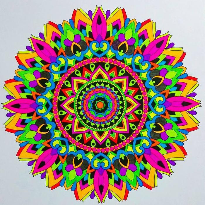 un coloriage gratuit à imprimer comme activité de détente, un mandala coloré aux couleurs flashy