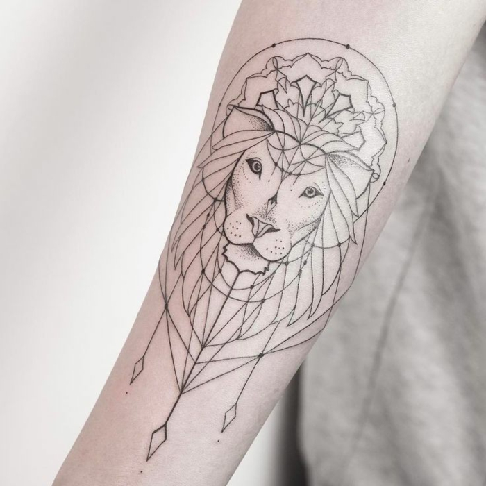 Signification lion tatouage lion femme tete de lion tattoo cool idée tatou avant bras