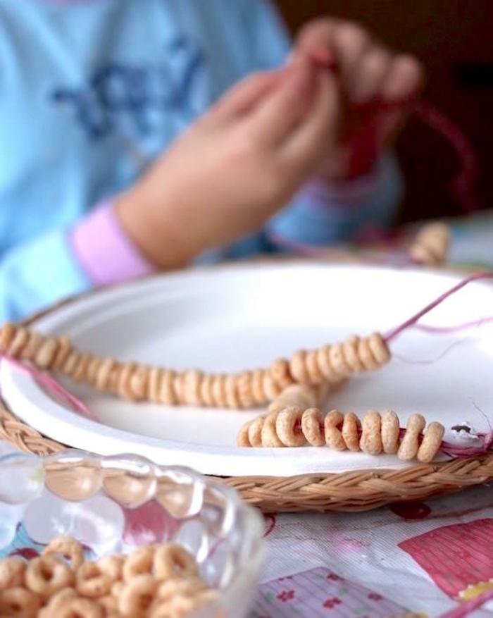 distributeur de graines original à bricoler avec les enfants avec des matériaux simples