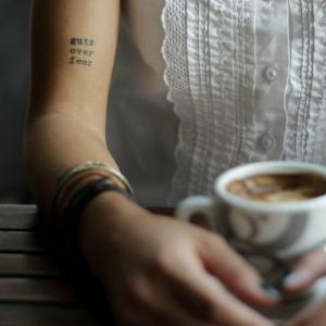 Le tatouage femme discret en 86 photos inspirantes et secrètes