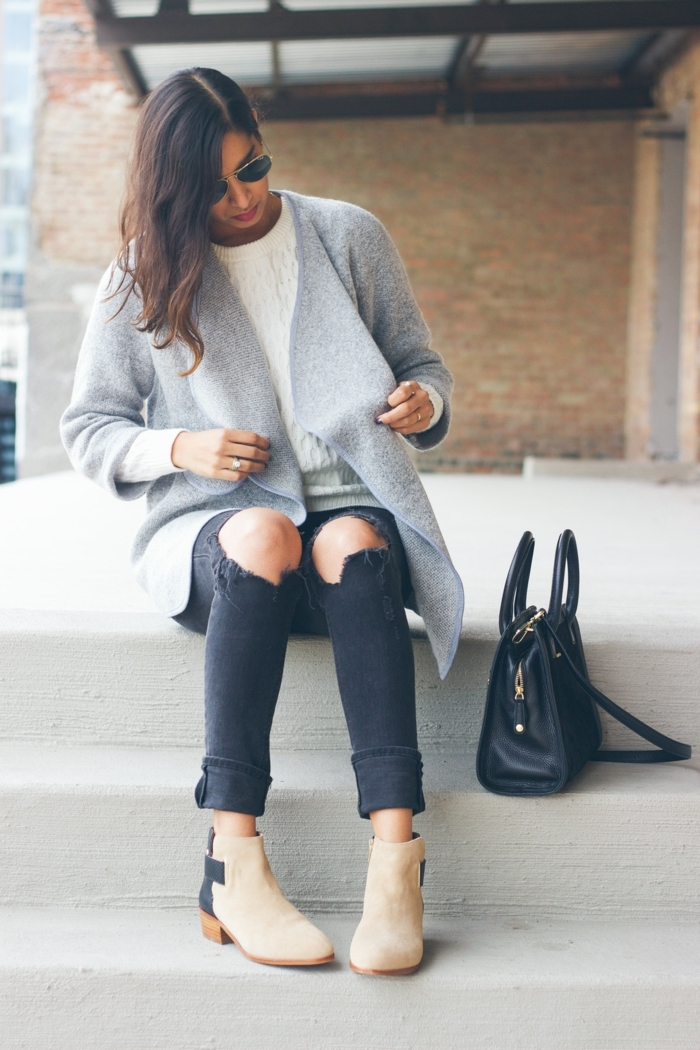 Une idée que porter avec un pantalon beige femme avec des bottes cool idée