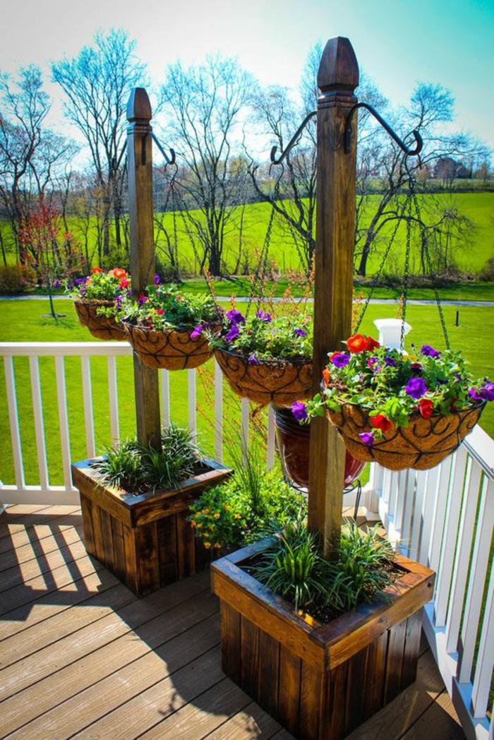 comment aménager son jardin avec des pots suspendus avec des plantes fleuries