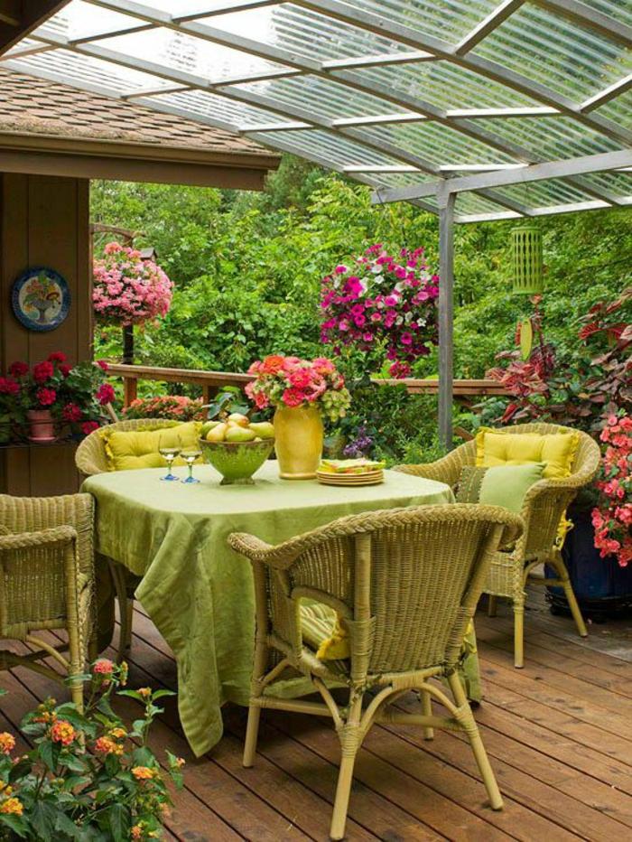 comment aménager son jardin avec des fauteuils en rotin PVC coloré en vert