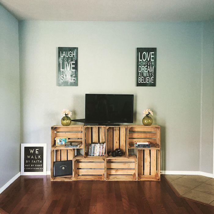 exemple de meuble tv cagette de bois à faire soi meme avec des rangements intégerrés idée diy meuble tv simple a faire