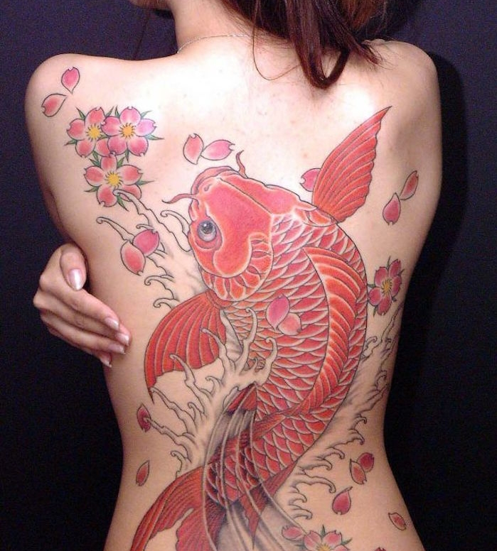 carpe koi tattoo dos entier femme poisson rouge japonais
