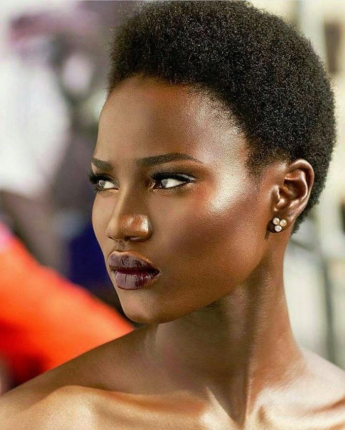 modele femme cheveux crepus coupe courte simple