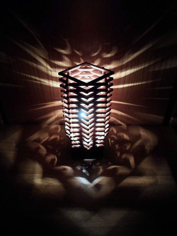 activité créative, luminaire fait maison en bois, revêtement de sol en bois, projet diy luminaire
