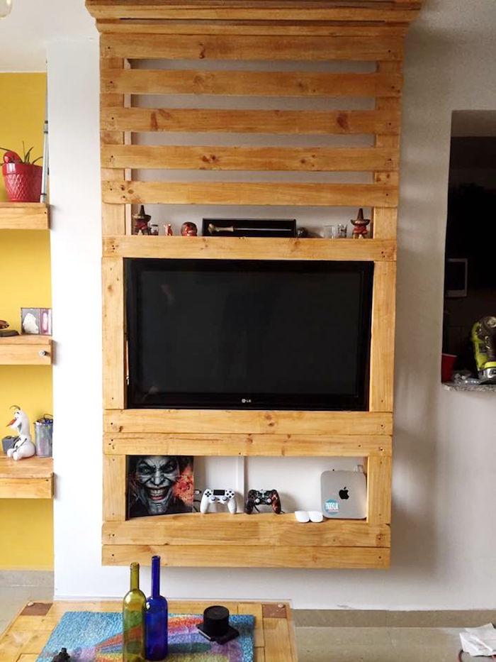 meuble palette en bois mural comme étagere support tv diy