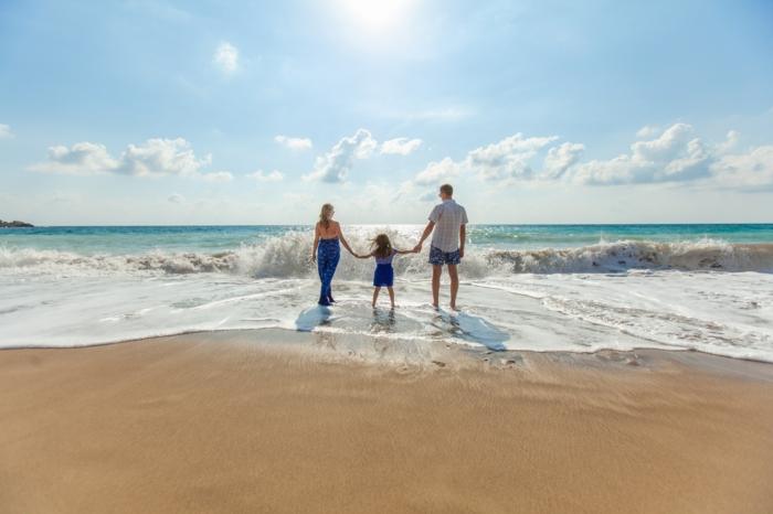 Images droles amour photos romantique couple à la plage couple avec enfant au bord de la mer