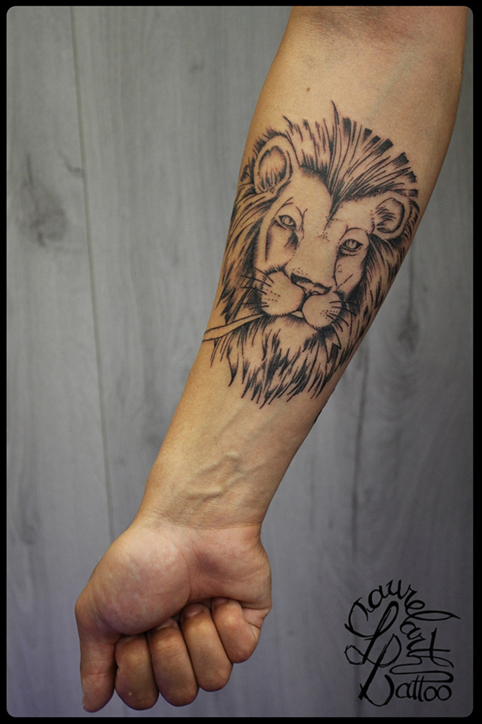 Tatouage femme lion tribal tattoo cool tatouage tete de lion tribal