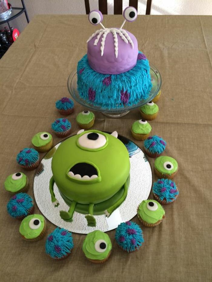 recette gateau d'anniversaire Monsters aux grands yeux combiné avec des petits cup cakes