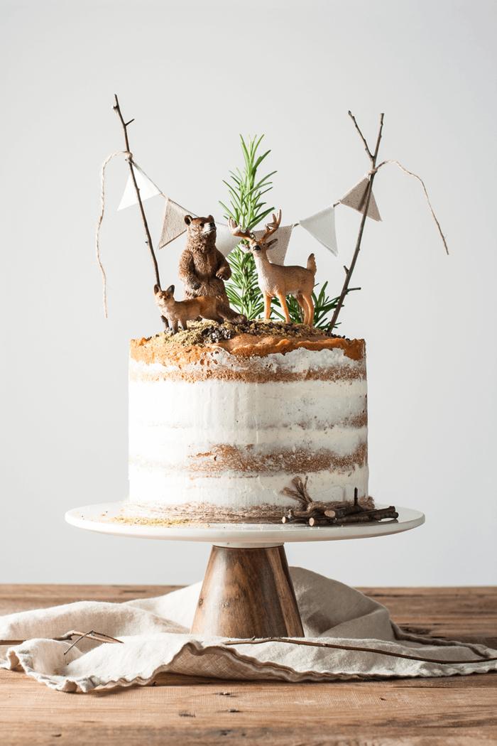 un simple gateau anniversaire enfant sur le thème forêt, un madeira cake parfumé à la vanille