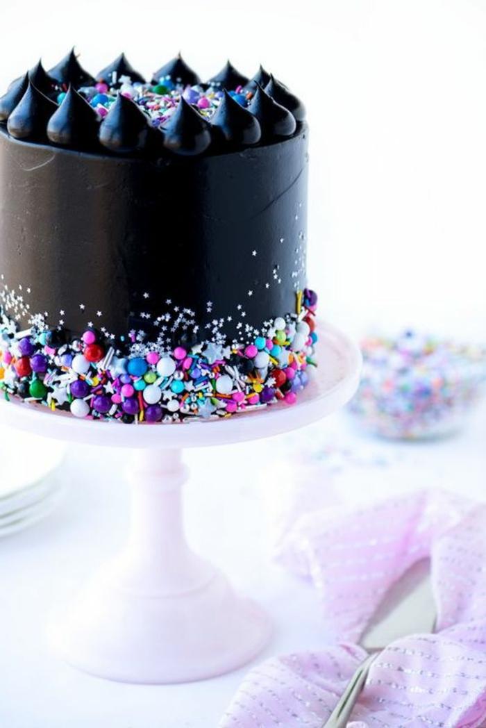recette gateau anniversaire en noir rock glamour pour une fete stylée et élégante
