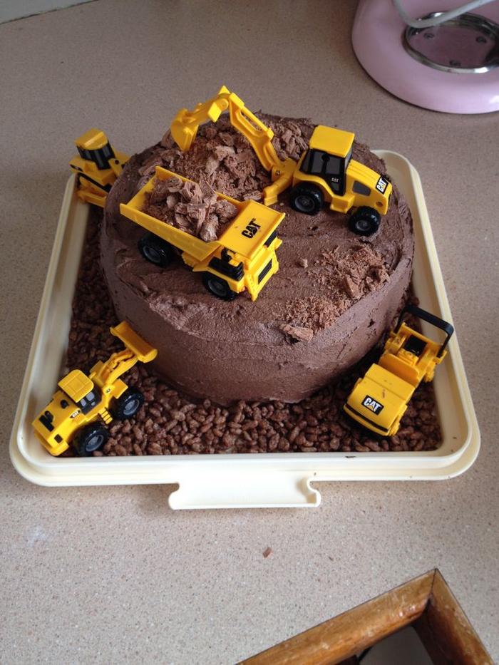 idée pour un gateau anniversaire 1 an garçon sur thème chantier de construction, recette de gâteau au chocolat facile