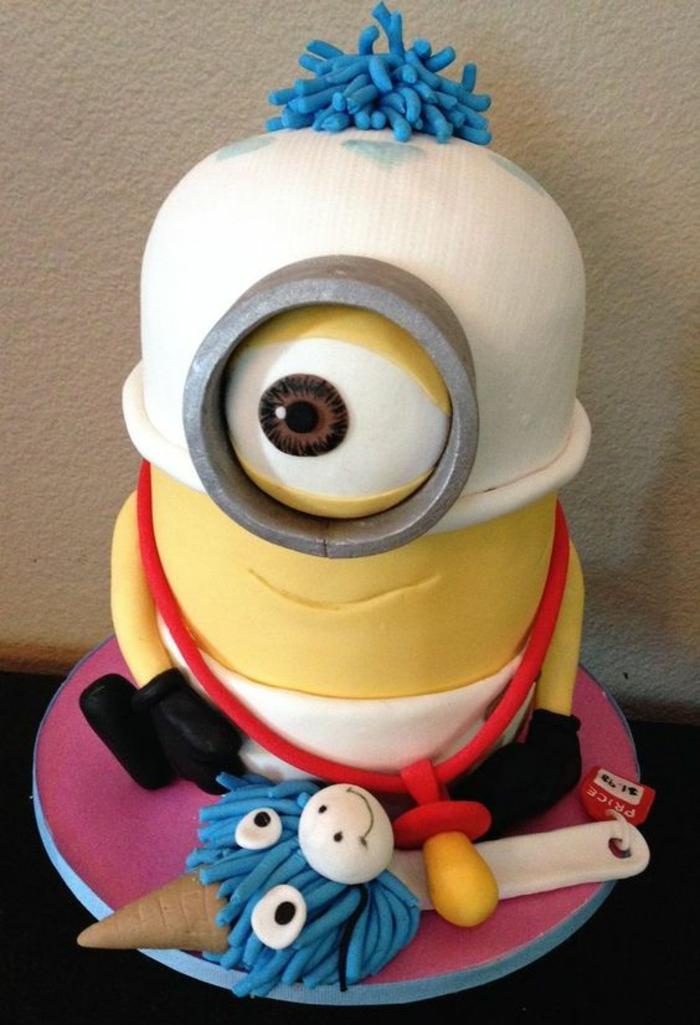 recette gateau anniversaire Minion Despicable Me pour bébé avec grand biberon et un grand oeil