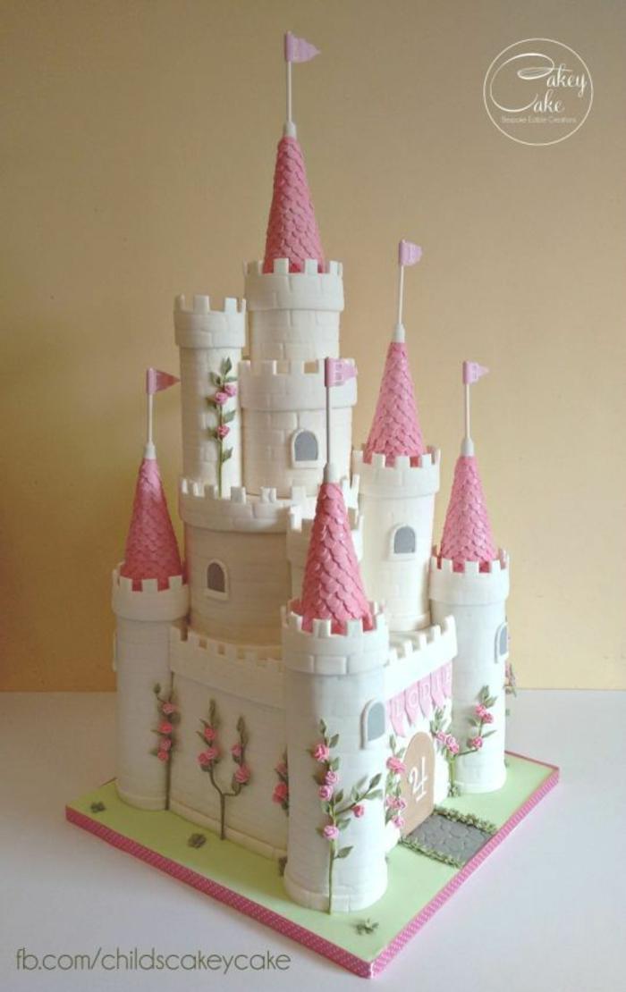 Gateau disney princesse gateau en chateau deco gateau princesse magnifique gateau chateau detaillee