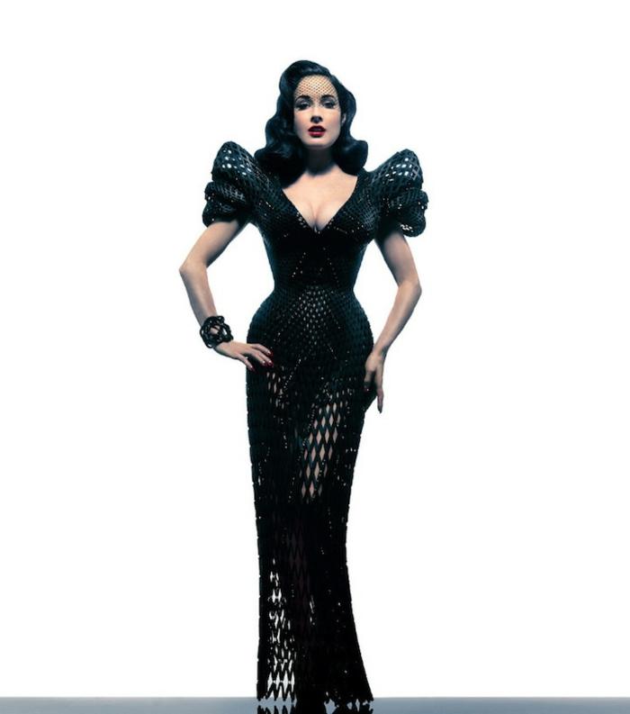 Famille addams morticia famille addams caractère la mère robe longue noire style Morticia