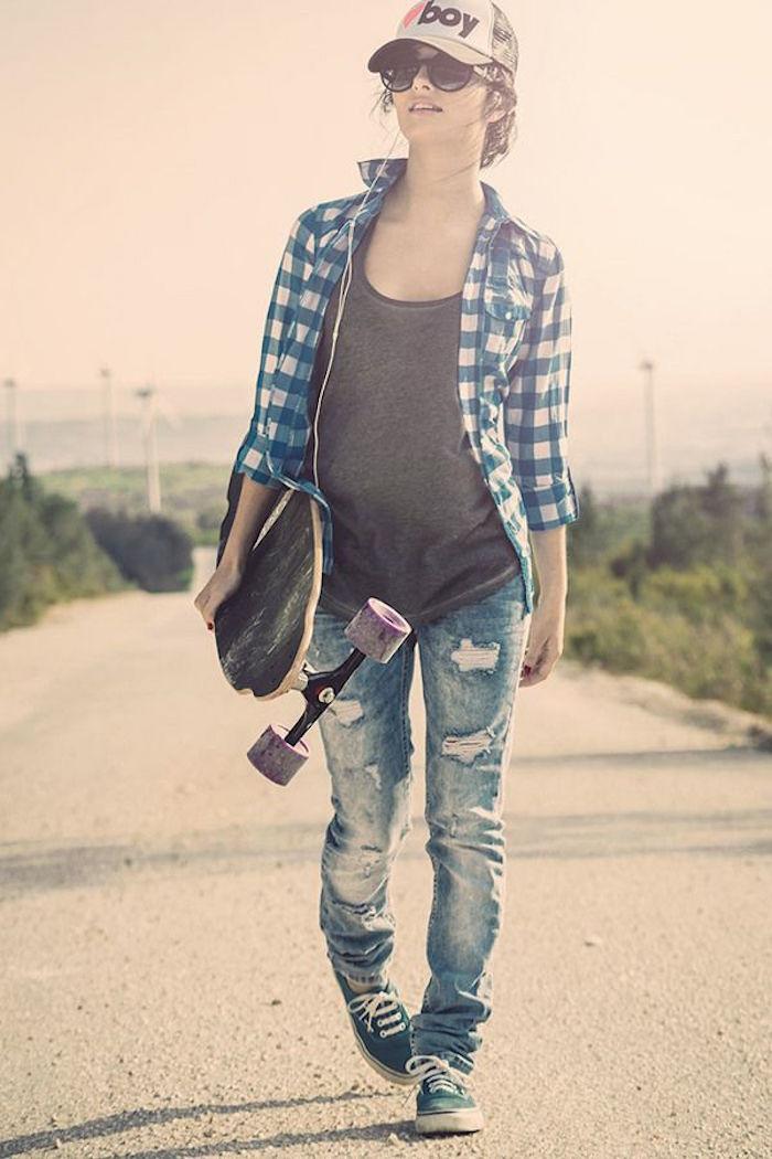 tenue long board fille avec chemise hipster et chaussures vans femme