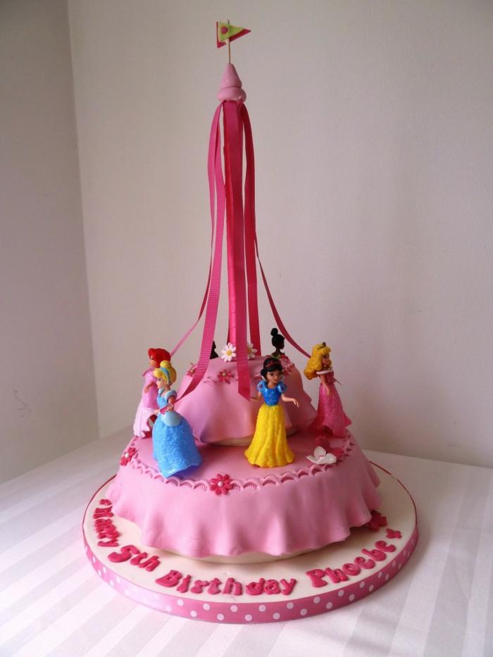 Gateau d'anniversaire princesse disney gateau d anniversaire chateau gâteau rose pate a sucre