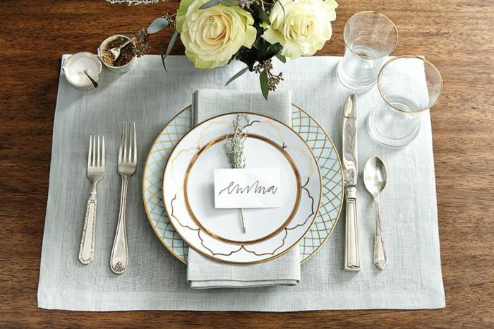 Nom table etiquettes avec la place porte menu mariage idée comment ranger la table