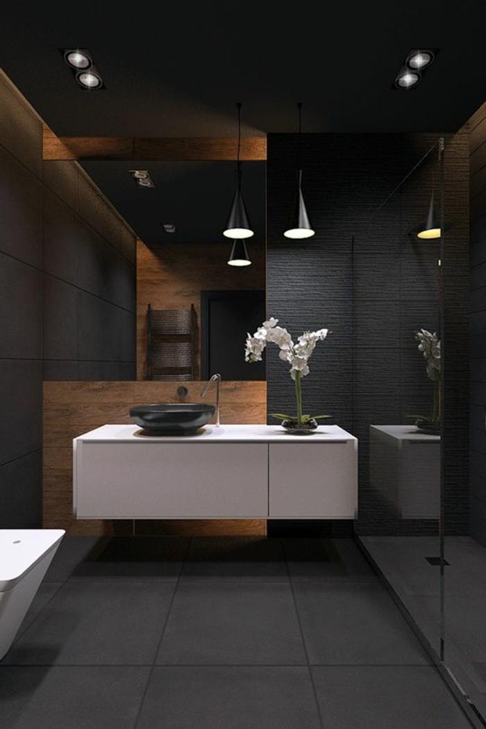 idée salle de bain, meuble sous vasque blanc, vasque noire, murs noirs, lampes pendantes
