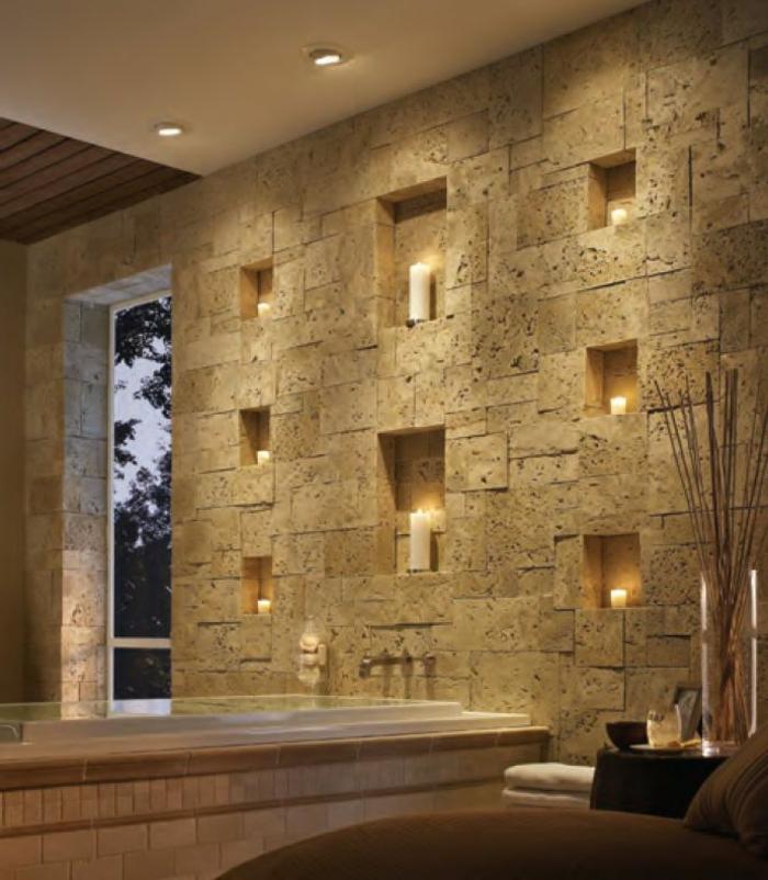 idée salle de bain, murs en pierre naturelle, niches décoratives, grande baignoire