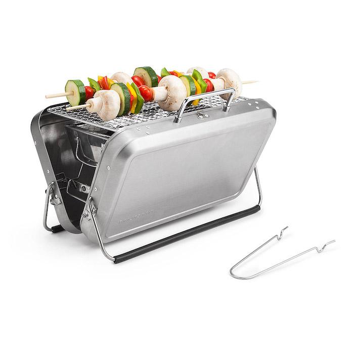 un barbecue portable en forme de petit malle inox, fete des papy cadeau original pour les amateurs du barbecue