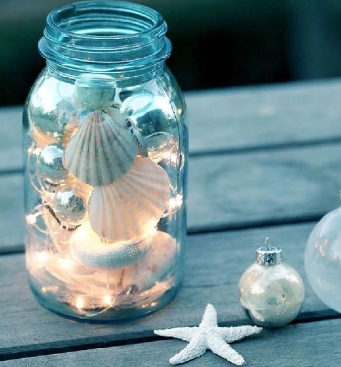 deco bord de mer, recyclage de bocal en verre, rempli de coquilles de mer et guirlande lumineuse, deco fait maison simple