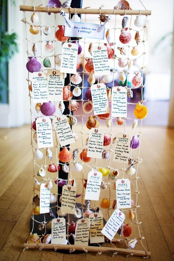 decoration mariage, plan de table original inspiration bord de mer avec des coquillages, arrêt pêche, petites étiquettes blanches