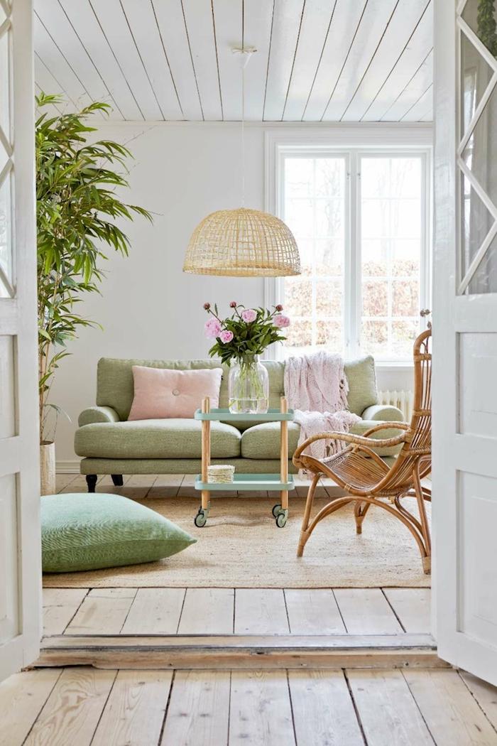 comment arranger le salon blanc, avec quelles couleurs associer le vert, objets décoratifs en rose pastel