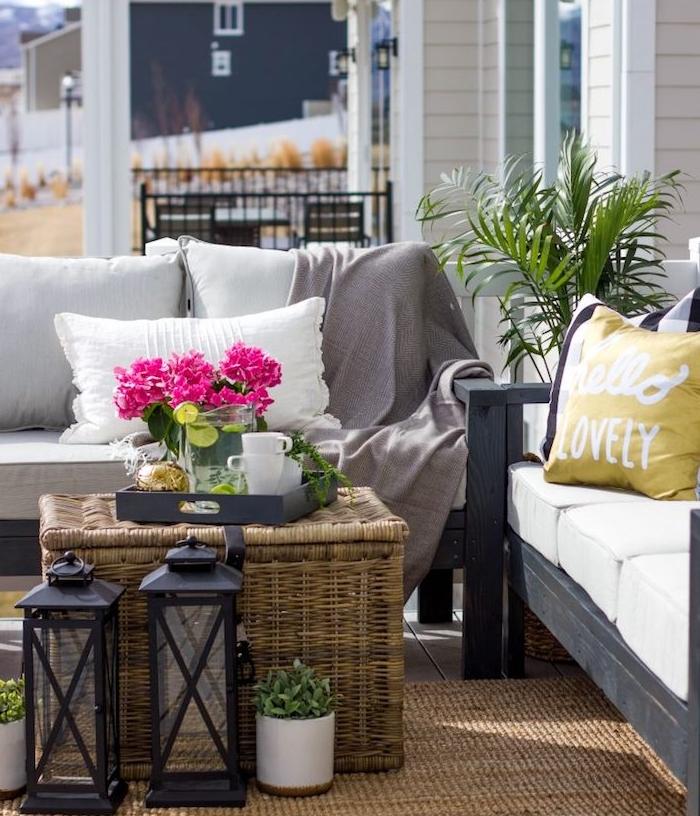 Balcon ou terrasse zen retrouvez la paix a lexterieur for Tapis jaune avec canapé avec grande assise