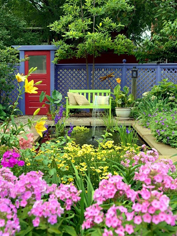 amémager son jardin en lila et rouge avec plein de fleurs printannières