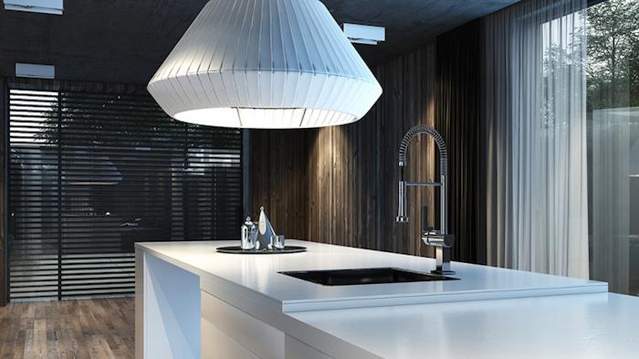 cuisine ouverte sur salon, luminaire blanc en forme origami, comptoir blanc avec évier onyx