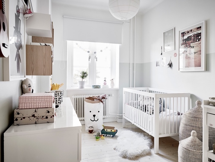 cheap deco esprit scandinave dans la chambre enfant lit bb blanc parquet clair meubles with. Black Bedroom Furniture Sets. Home Design Ideas