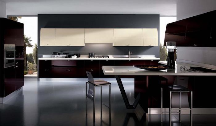 meuble bas, ustensiles high-tech de cuisine, meubles en marron foncé avec poignées métalliques