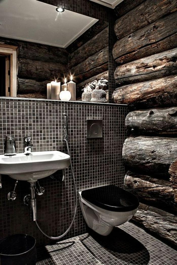 idee deco salle de bain nature, déco salle de bain rustique, parement mural en bois naturel, miroir illuminé de bougies, vasque vintage