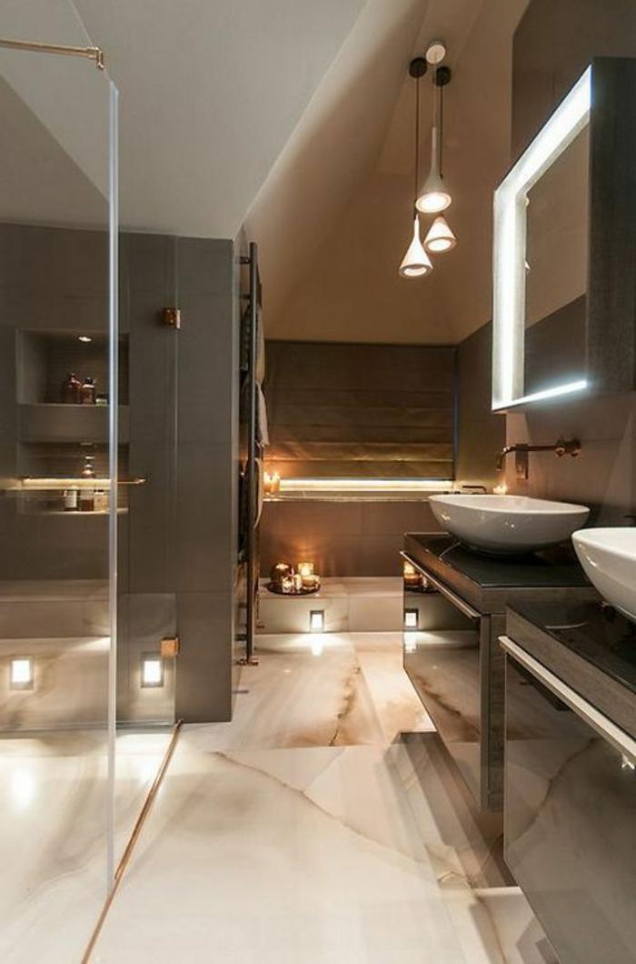 idee deco salle de bain, lampes pendantes, vasques en céramique blanche et grands placards noirs,