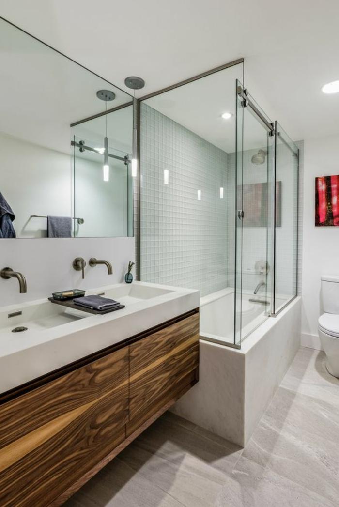 idee salle de bain blanche, comptoir en bois et céramique, grande cabine de douche